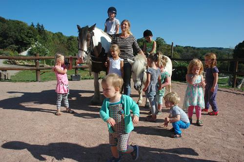 Vakantiehuis in de bourgogne voor gezinnen die van dieren for Groot opzetzwembad
